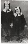 Irina Petraş-sora--mai-mica-in-1952 _ http://irinapetras.ro/Poze/carti/Cu-sora-mea-mai-mica-in-1952.jpg